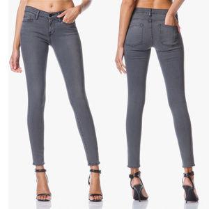 Frame Denim Le Skinny De Jeanne greys in size24